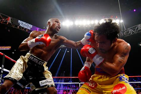 Floyd Mayweather defeats Manny Pacquiao to win the richest