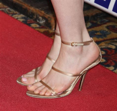 Anne Hathaway Toes   Education Apps