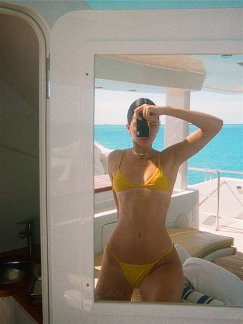 The Art of the Mirror Selfie in 7 Easy Steps | Kendall